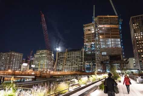 Night photo of the High Line in Manhattan