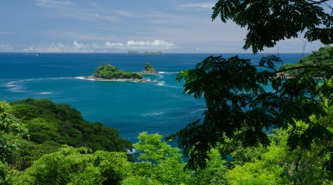 Photo of a tropical coast showing good sharpness due to large depth of field. Photo by Eduardo Libby