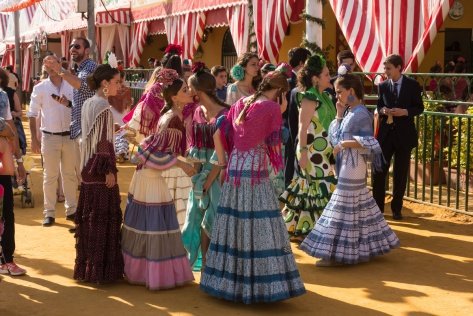 Image of young Seville people greeting each other at the Seville Fair. Photo by Eduardo Libby