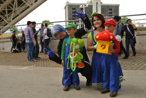 Cosplayers family pose for a photo. Image by Eduardo Libby