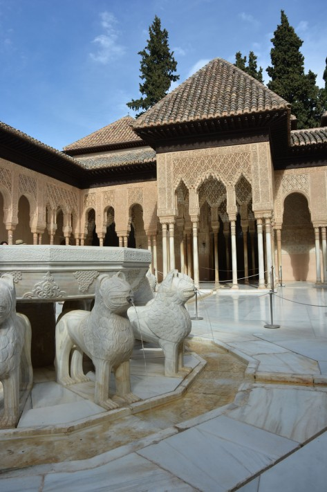 Images of Alhambra: The fountain in the Patio of the Lions. Photo by Eduardo Libby