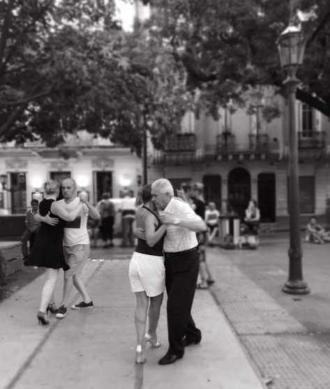 Tango dancers in San Telmo, Buenos Aires. Photo by Eduardo Libby