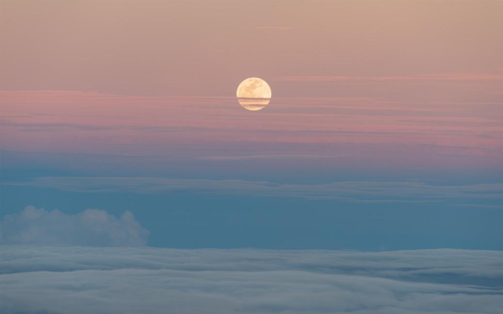 Supermoon moonrise. Photo by Eduardo Libby