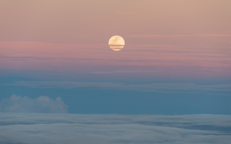 Supermoon moonrise. Photo by Eduardo Libby