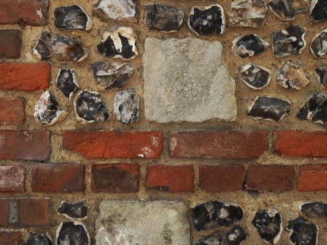 Flint, bricks and stone walls are commonplace in Winchester. Photo by Eduardo Libby