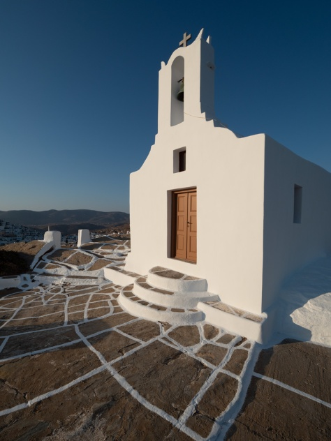 Chapel on a Hill in Chora. Photo by Eduardo Libby